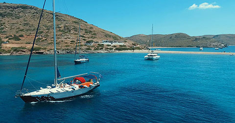 sailing the Greek islands with skipper in Cyclades