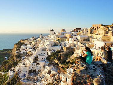 the greek islands santorini cylades sailing with skipper