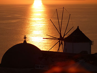 the greek islands with skipper in cyclades santorini